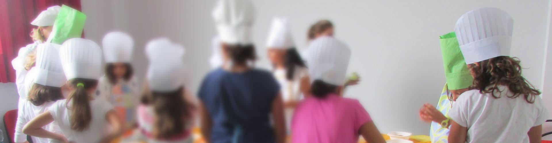 """""""Pequeños en la cocina: Campus de verano"""""""